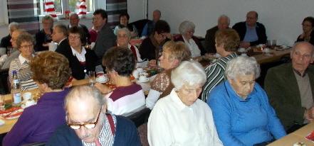 Ausgelassene Silvesterfeier mit Senioren