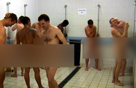 Perverse Männer unter der Dusche